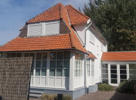 Detached holiday villa in a quiet neighbourhood near the centre and the beach, pet-friendly hotel in Koksijde