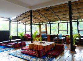Man'Groove Tropic, hotel in Kep