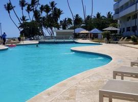 BEACHFRONT APT LAS OLAS JUAN DOLIO, hotel in Juan Dolio