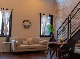 Reading Viaduct Loft, City Center, CONTACTLESS CHECK IN, pet-friendly hotel in Philadelphia