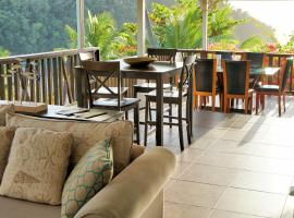 Marigot Beach Club & Dive Resort, hotel in Marigot Bay