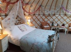 Gingerbread Cottage Yurts, luxury tent in East Dereham