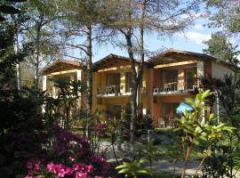 Villaggio Turistico Riviera, glamping site in Cannobio