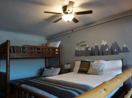 Northern Adventures Hideaway at Lutsen Mountain, apartment in Lutsen