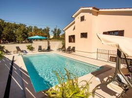 Holiday House Alex, hotel with pools in Rovinj