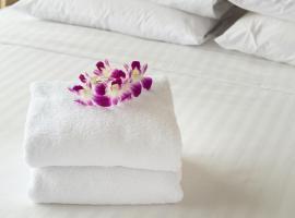 Luxury Acacia Villa with Kampala's Best View, hotel in Kampala