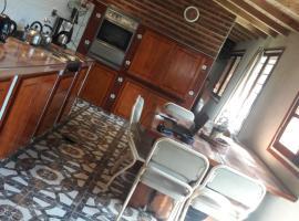 Alojamiento Moni, hotel cerca de Estadio José María Minella, Mar del Plata