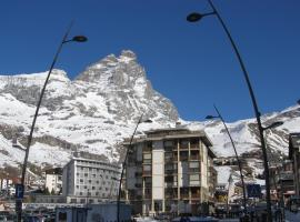 Cervino Valley House Rododendro, golf hotel in Breuil-Cervinia