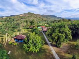 4 Pohon - Les 4 Arbres, pet-friendly hotel in Pandang
