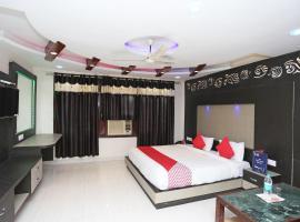 OYO 4956 Hotel Maharaja Palace, hotel near Kanpur Airport - KNU, Kānpur