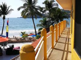 Sunset House PLAYA, hotel near Ixtapa-Zihuatanejo International Airport - ZIH, Zihuatanejo