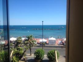 In front of the ocean and close to Rome, apartment in Santa Marinella
