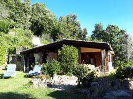 DISCRET, APAISANT, CALME entre MER et MONTAGNE, cabin in Isolaccio-di-Fiumorbo