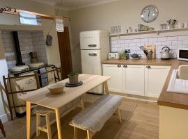 Cosy Country Cottage in City Centre, hotel in Gloucester