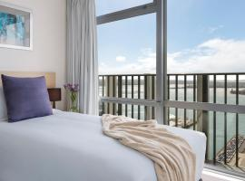 Auckland Harbour Suites, hotel in Auckland