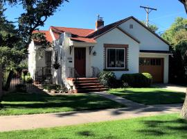 Charming remodeled golf course area home, budget hotel in Colorado Springs