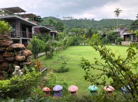 Baan Boom Boxes Eco Friendly Resort, resort in Mae Nam