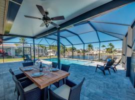 Villa Rio Grande - POOL SCREEN DOCK - YATE CLUB - 2019 REMODELED, Villa in Cape Coral