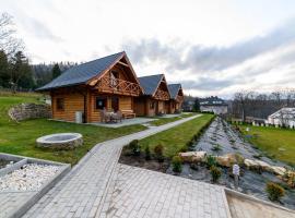 DOMKI SWOJSKIE CHATKI, hotel in Szczytna