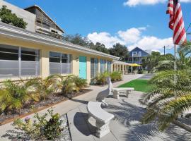 Pelican Inidan Rocks Apartments, motel in Clearwater Beach