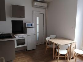 Appartement D T2, budget hotel in Avignon