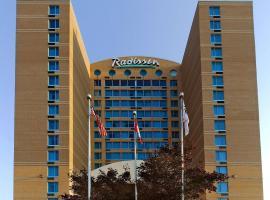 Radisson Suites Hotel Toronto Airport, hotel near Toronto Pearson International Airport - YYZ, Toronto