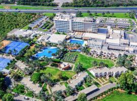 Radisson Blu Hotel & Resort, Al Ain، فندق في العين