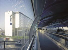 Radisson Blu Manchester Airport, boutique hotel in Hale