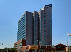 Radisson Hotel & Suites Fallsview, hotel in zona Cascate Horseshoe, Niagara Falls