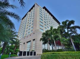 Radisson Blu Hotel, Indore, hotel con piscina en Indore