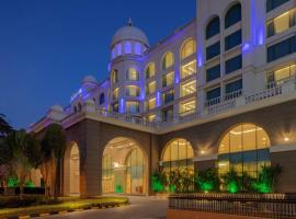 Radisson Blu Plaza Hotel Mysore, hotel near Chamundi Vihar Stadium, Mysore