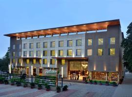Radisson Gwalior, hotel con piscina en Gwalior