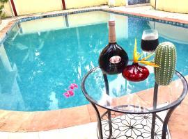 Sun-kissed Holidays, Dabolim, Goa-Emerald., hotel in Dabolim