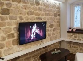 V&M Luxury Studio, family hotel in Pag