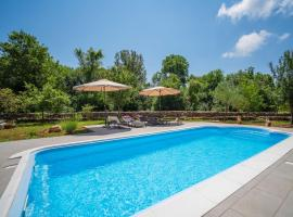 Holiday Home Mila, family hotel in Kras