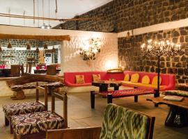 Rosa Bandhavgarh Tiger Safari, hotel en Tāla