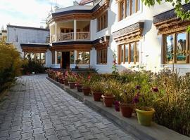 Ladakh Villa, hotel in Leh