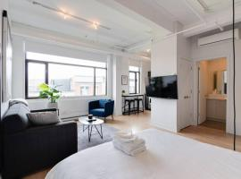 Perfect Downtown Studio by Den Stays, budget hotel in Montreal