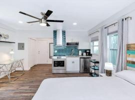 1757 A Relaxing Hideaway 1: 1.5 miles to Beach & Las Olas, apartment in Fort Lauderdale