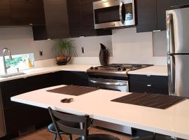 Modern condo near Microsoft for business travelers, apartment in Bellevue