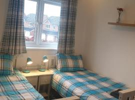 Hollybrae house Sleeps up to 8, hotel in Kirkcaldy