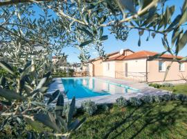 Olive & Lavender villa with pool, holiday home in Umag