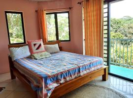 TAHITI - Chambre Tarona, hotel perto de Faarumai Waterfalls, Mahina