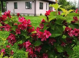 Аренда домов в горах, hotel with pools in Dakhovskaya