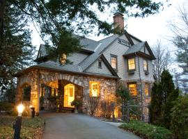 North Lodge on Oakland Bed and Breakfast, B&B in Asheville
