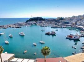 GRAND BLUE SUITE DI GIORGIO 10min from Piraeus port, apartment in Piraeus