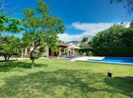 Pollenca Villa Sleeps 5 Pool Air Con WiFi, hotel económico en Pollensa