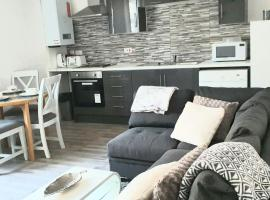 Topclass Apartments, hotel in Gillingham