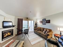 New Listing! Bay-View Beauty w/ Private Balcony condo, apartment in Lincoln City