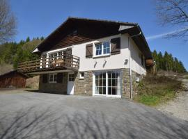 Cosy holiday home in the middle of nature with sauna and open fireplace, hotel in Longfaye
